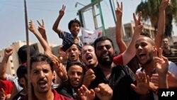 Liviyalılar sabiq diktatorun ölümünü bayram edirlər.