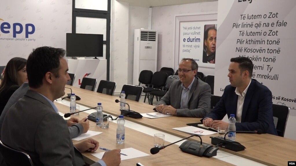 Vetëvendosje dhe LDK fillojnë diskutimet për koalicion të mundshëm qeverisës