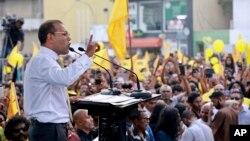 马尔代夫前总统纳希德2018年11月1日向民众讲话。