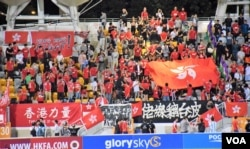 有香港球迷再「噓」中國國歌。(美國之音湯惠芸)