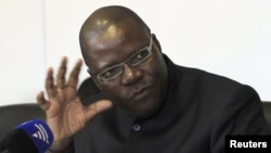 Zimbabwe's Finance Minister Tendai Biti addresses a news conference in Harare, Zimbabwe, Aug. 23, 2011.
