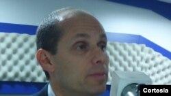 El embajador de EE.UU. en Ecuador, Adam Namm, lamentó la propuesta del mandatario de terminar con los proyectos de la USAID en el país suramericano. [Foto: Licenia Espinel, Corresponsal VOA en Ecuador]