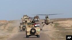 Konvoi pasukan keamanan Irak di padang pasir Samarra di perbatasan Provinsi Anbar dan Provinsi Salahuddin, di Irak, 9 March 2016.