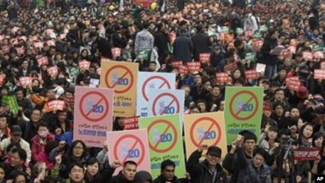 South Korean protesters shout slogans during a rally against upcoming G20 Seoul Summit in Seoul, South Korea, 07 Nov 2010