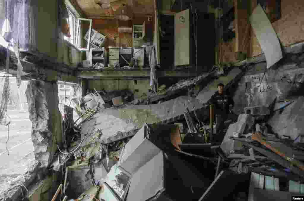 Donetskdən şimal-şərqdəki Yenakiyev şəhəri qumbara hücumuna məruz qalıb - 2 fevral, 2015