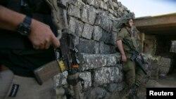 Izraelski vojnik u vojnoj postaji na Golanskoj visoravni na granici sa Sirijom. 1. septembar, 2014.