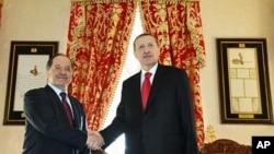 Turkish Prime Minister Tayyip Erdogan (R) and Kurdistan Region President Masoud Barzani shake hands before their meeting in Istanbul, April 19, 2012.