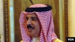 Raja Hamad bin Isa al-Khalifa menyampaikan rasa belasungkawa atas tewasnya dua korban dalam aksi-aksi protes anti-pemerintah.