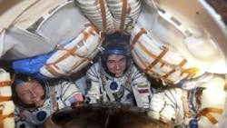 سايوز به همراه سه فضانورد به زمين بازگشت