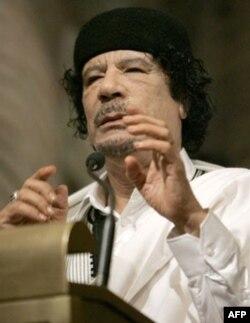Muammer Kaddafi kendini ulusal ve uluslararası alanda yalnız bıraktı