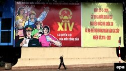 Áp phích kêu gọi cử tri đi bầu cử trên đường phố Hà Nội, 22/4/2016.