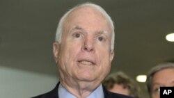 El senador John McCain ha sido un crítico de la actual política del presidente Barack Obama en Siria.