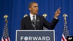 오하이오주 클리블랜드 쿠야호가 전문대학에서 유권자들을 상대로 연설을하는 바락 오바마 미 대통령