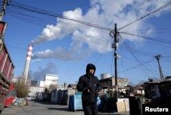 中国黑龙江哈尔滨的一个燃煤火力发电厂(2019年11月27日)