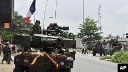 Pasukan penjaga perdamaian PBB asal Perancis melakukan patroli di ibukota Abidjan (foto: dok).