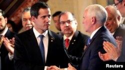 ABŞ-ın vitse-prezidenti Mayk Pens və Venesuela müxalifət lideri Xuan Quaydo Kolumbiya paytaxtı Boqotada görüş zamanı, 25 fevral, 2019.