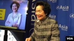 香港特区政府前政务司长陈方安生在纽约出席亚洲协会举行的香港前景对话(美国之音方冰拍摄)