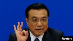 中国总理李克强在全国人大会议闭幕后在北京的人民大会堂举行记者会。(2014年3月13日)