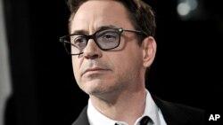 Robert Downey Jr, le dijo a un medio de comunicación que Marvel estaría planeando realizar Iron Man 4, mientras que horas más tarde aseguró lo contrario.