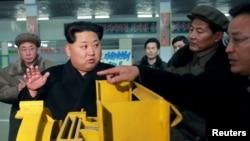 지난해 3월 김정은 북한 국무위원장이 태성기계공장을 시찰했다고 관영 조선중앙통신이 전했다.