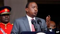 Presiden Kenya Uhuru Kenyatta menuduh serangan teror didalangi oleh kelompok politik di dalam negeri (foto: dok).