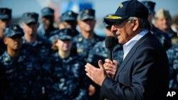 용산 미군기지를 방문, 미군 장병들에게 연설하는 파네타 국방장관
