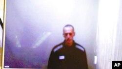 Алексей Навальный выступает в суде по видеосвязи из колонии