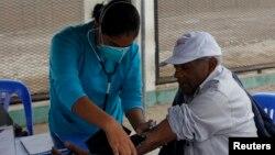 Bajo una de las nuevas políticas de la ley de salud se han beneficiado más de 900.000 jóvenes hispanos.