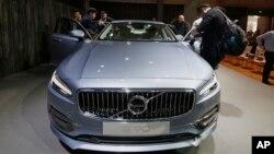 عکسی از یکی از مدل های جدید وولو در نمایشگاه خودرو در شانگهای چین