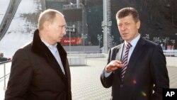 Tổng thống Nga Vladimir Putin Phó Thủ tướng Nga Dmitry Kozak. Ông Kozak có tên trong danh sách chế tài mới của Liên hiệp Châu Âu.