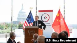 美国务院高级官员墨菲和中国驻美大使崔天凯(左)2018年9月6日出席同一活动(美国国务院推特图片)