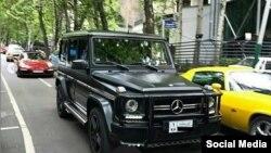 تصویری از دو خودروی گران قیمت در خیابانهای تهران - منبع: اینستاگرام بچه پولدارهای تهران