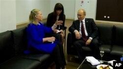 Državni sekretar Clinton i ruski predsjednik Putin na APEC-u