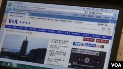 APEC新聞中心,在會議舉行期間,網絡終端不受防火牆限制。就連長期在中國境內被禁的美國之音中文網等,也可以隨意登錄,並可流暢地觀看視頻。(視頻截圖)