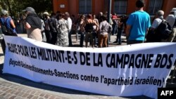 Para aktivis BDS melakukan unjuk rasa di kota Toulouse, Perancis (foto: dok).