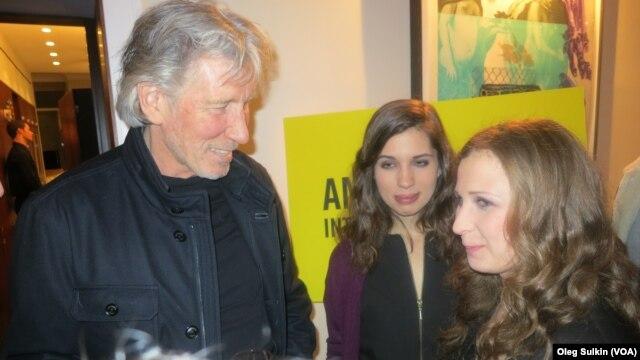 Роджер Уотерс с Надей и Машей