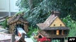 Xe lửa đồ chơi làm từ cây cỏ ở Vườn Bách thảo New York