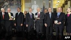 Американські астронавти, відзначені Золотою медаллю Конгресу