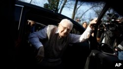 Former SS guard Oskar Groening steps out of a car as he arrives at the back entrance of the court hall prior to a trail against him in Lueneburg, northern Germany, April 21, 2015.