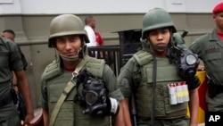 El gobierno venezolano ha ordenado el patrullaje de militares en el Metro de Caracas para combatir la inseguridad.