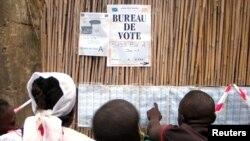 Dans la ville de Bunia où les opposants ont été arrêtés. Dans cette photo du 30 juillet 2006, les Congolais s'apprêtent à voter.