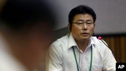 지난해 8월 서울에서 열린 북한 인권 공청회에서 정치범수용소 경비대 출신 탈북자이자 NK워치 대표인 안명철 씨가 유엔 북한인권 조사위원회의 질의에 답변하고 있다.