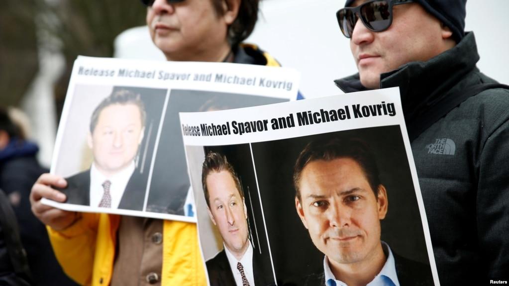 资料照:加拿大民众在温哥华法院外呼吁中国释放被拘留的两名加拿大公民。(2019年3月6日)
