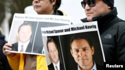 Tư liệu- Dân Canada ký tên vào thư yêu cầu TQ trả tự do cho Michael Spavor and Michael Kovrig ở British Columbia.. Ảnh chụp ngày 6/3/2019. REUTERS/Lindsey Wasson/File Photo
