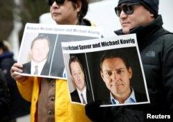 加拿大民眾2019年3月6日在溫哥華法院外呼籲中國釋放被拘留的兩名加拿大公民。 (2019年3月6日)