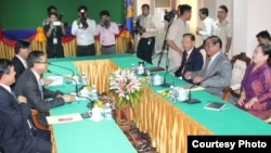 Member of parliaments from the Cambodian People's Party (CPP) led by Mr. Sar Kheng, interior minister, meet with counterparts from the Cambodia National Rescue Party (CNRP) led by party president Sam Rainsy to discuss the next steps in selecting members of the National Election Committee, Monday, April 6, 2015. (Courtesy of Sam Rainsy Facebook Page)