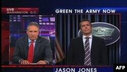 """Lažne vesti u emisiji """"Dejli šou"""" Džona Stjuarta (levo)"""