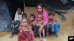 A refugee woman sits with her mother (l) and her children at an unregistered refugees camp, outside the official camp at Kutupalong. Hundreds of thousands of members of the Rohingya ethnic group fled to Bangladesh to escape persecution in neighboring Myan