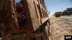 Un camion transporte des minerais à Lubumbashi, RDC, le 23 mai 2016.
