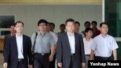 17일 오후 개성공단 시설 점검을 마친 관계자들이 도라산 남북출입국사무소를 통해 한국으로 돌아왔다.